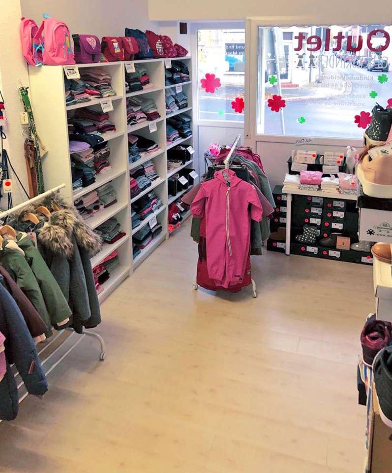 Winterjacken, Overalls, Schuhe und mehr für kleine und große Kinder
