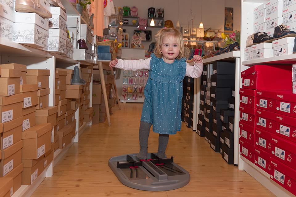 Wir messen Kinderfüße aus – damit der Schuh wirklich passt!