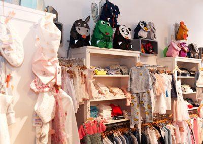 Kleidung und Rucksäcke für Kinder jeden Alters